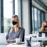Despido de una trabajadora que mintió sobre el uso de la mascarilla